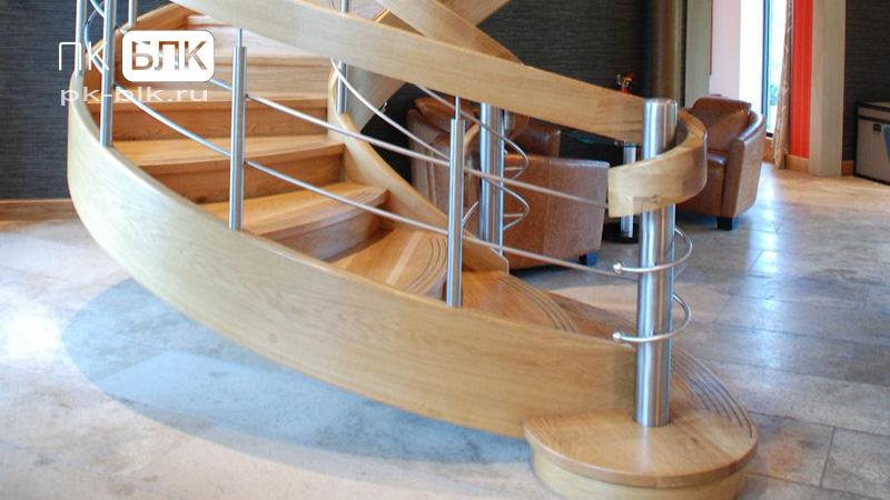 поворотные лестницы из дерева