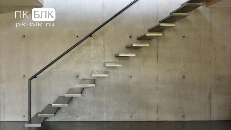 Консольная стальная лестница