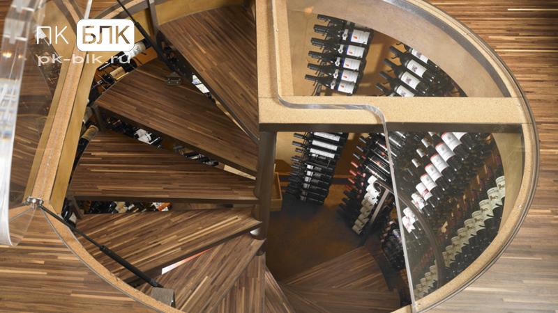 металлическая лестница в подвал