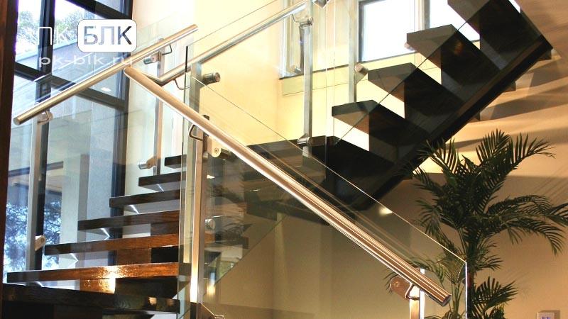 hi-tech лестница на косоурах