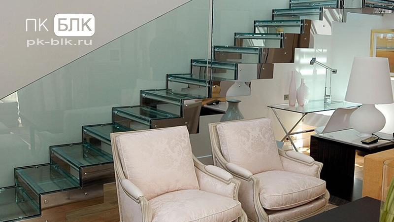Стеклянная лестница на тетивах