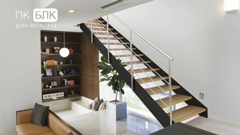 металлическая лестница в доме