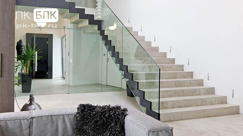 Монолитная лестница с площадкой