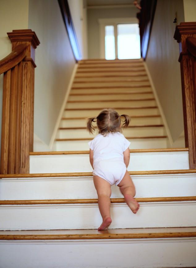 Безопасная лестница для детей: 3 принципа