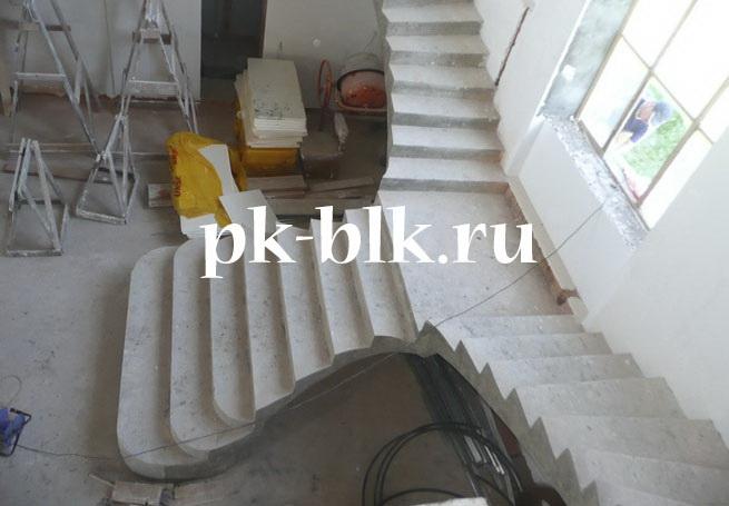 Двойная лестница с площадкой