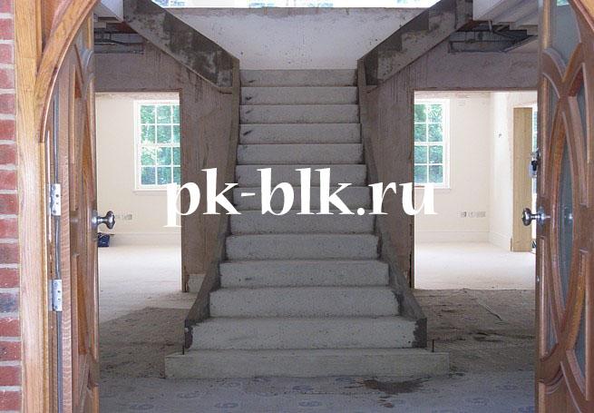 Бетонная прямая лестница