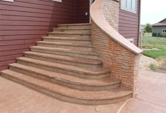 Каменная наружная лестница