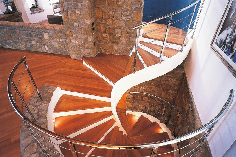 Винтовая лестница: красиво или удобно?