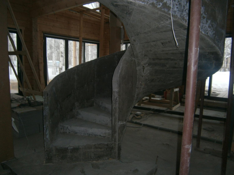 Спиральная монолитная лестница
