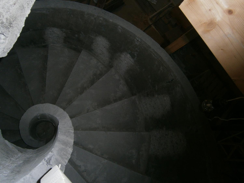Спиральная монолитная лестница - вид сверху