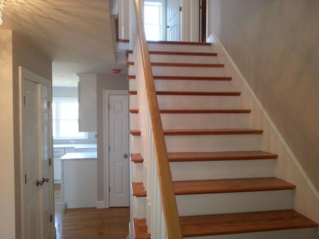 Как сделать лестницу на второй этаж в маленьком доме?
