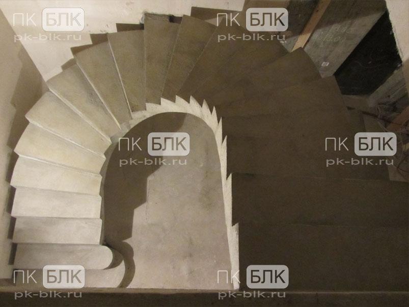 Бетонная винтовая лестница без отделки