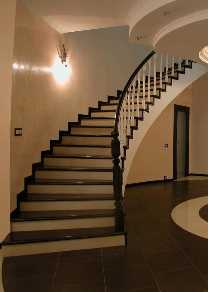 Безопасная винтовая лестница из бетона