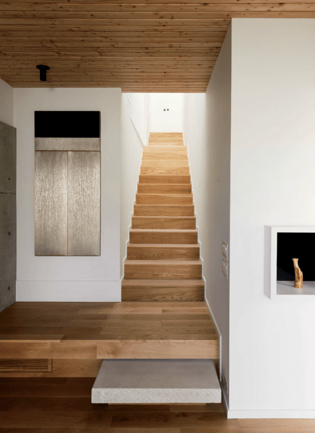 лестница на второй этаж мансарды